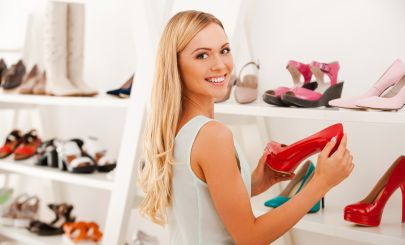 blonde-girl-shoe-shopping