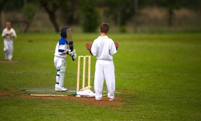 kids-playing-cricket