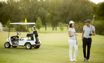 golfers-with-buggy